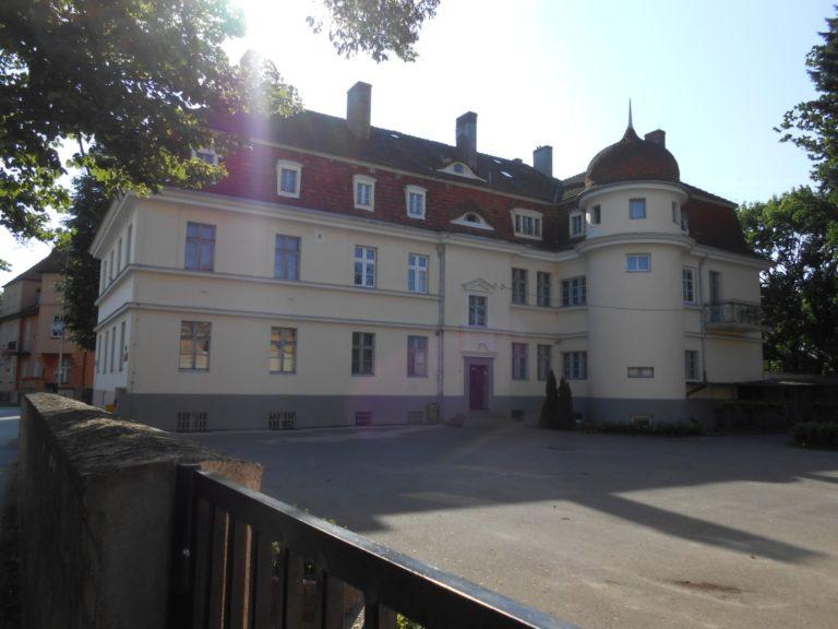 Budynek internatu od podwórza